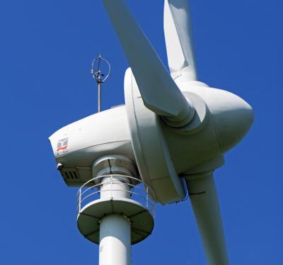 """Frieren für die Klimawende: Flaute vor Windrädern, Nebel über Solarzellen. Der Herbst und der """"sichere""""Strom."""